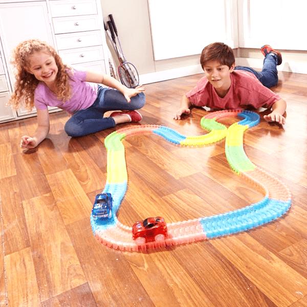 Magična auto staza – igračka za decu